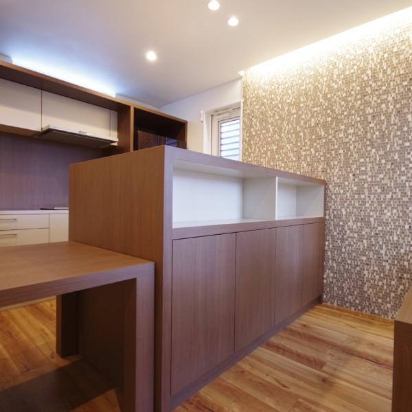 キッチン背面本棚